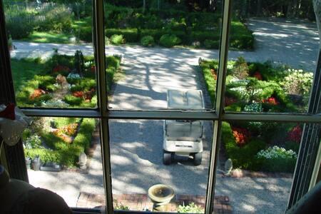 Sugar Creek View Room - Bed & Breakfast