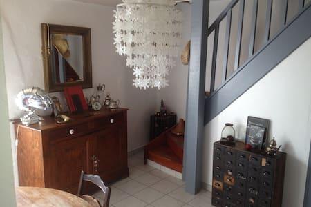 Jolie maison de village - Saint-Georges-les-Bains - Hus