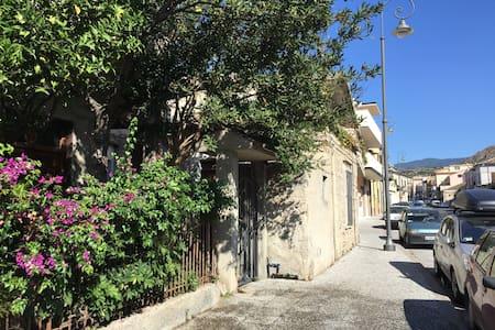 Casetta indipendente centralissima - Roccella Ionica - Rumah