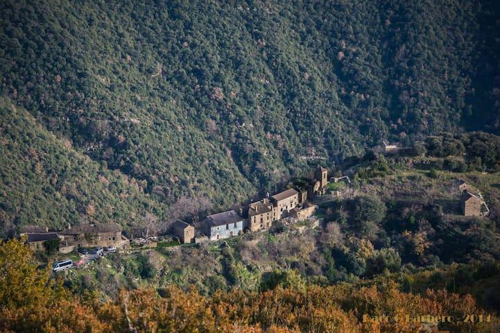 Ascaso desde lo alto de Nabaín (foto de Paco Gª Barbero)