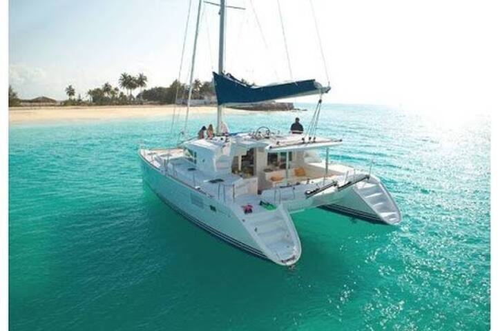 Memorable private day time on catamaran - Mueang Phuket - Barca