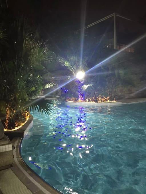 禅路心桥楼下室外游泳池