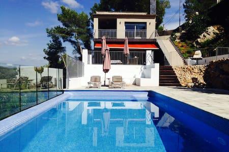 Beautiful villa near Sitges and Bcn - Olivella - Hus