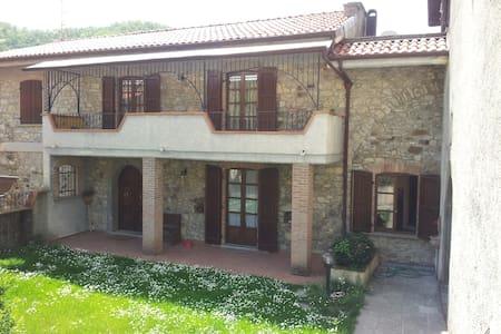 Stone house in medieval hamlet - Posponte di Lusignana