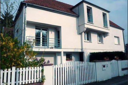 Charming semi detached house small garden, parking - Colmar - Casa