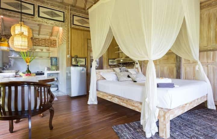 Balinese Wooden house in Canggu, kitchen, Wifi, AC