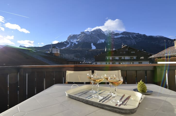 Apartment in the centre with free wifi and terrace overlooking Dolomites