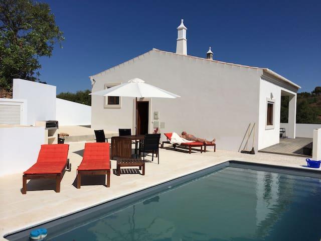 "Villa "" Casa Budit "" met zwembad  . - Santa Catarina da Fonte do Bispo - Willa"