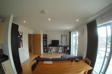 Top floor apart. nr Royal Holloway! - Englefield Green - Διαμέρισμα