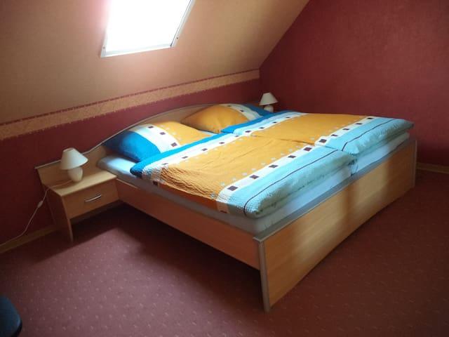 Gemütliche moderne Oberwohnung - Großheide - Apartamento