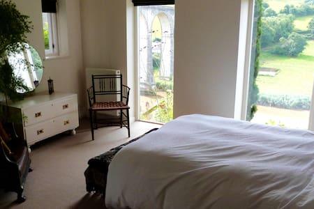 Elegant, funky, private sanctuary + stunning view - Calstock