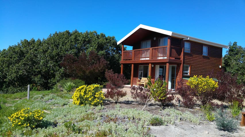 Holiday chalet with beautiful views - Fisherhaven / Hermanus
