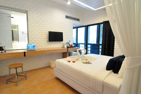 Cozy Room Free Breakfast Low Price - Patong Beach , Kathu - Bed & Breakfast