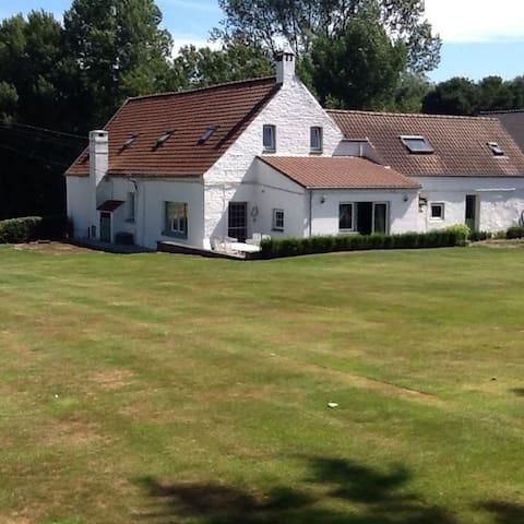 Joli duplex avec accès au jardin - Incourt - Casa