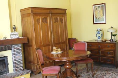 Pokoj w domu prywatnym - Marcillac - Casa