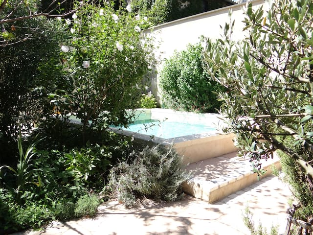Safe haven in historic center - Villeneuve-lès-Avignon - Apartamento