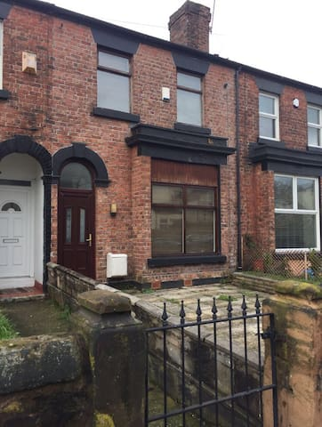 3 bed house 10mins from city centre - Liverpool - Casa