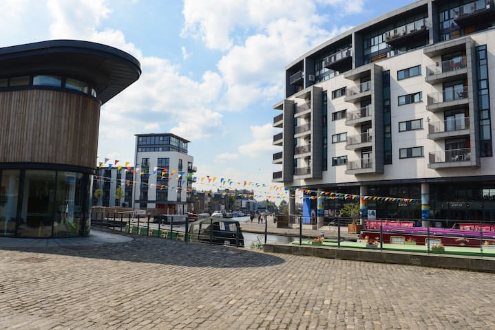 Union Canal Bay; lots of great places to eat out and for a drink with friends & family (5 min walk)