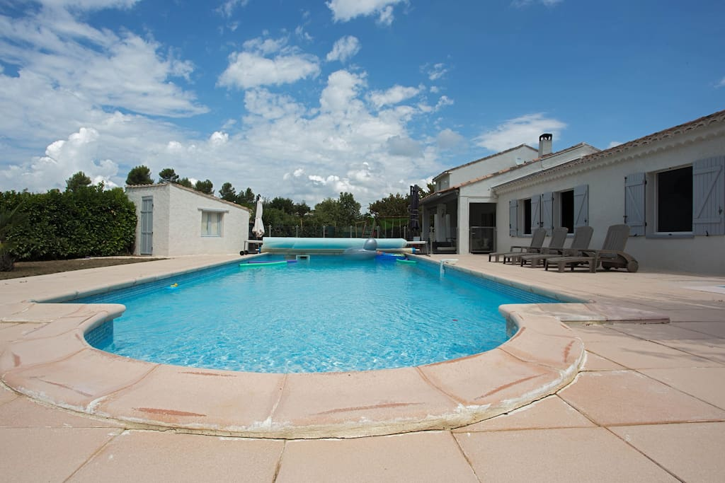 Maison piscine jardin var paca houses for rent in saint for Cash piscine saint maximin