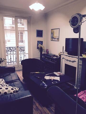 Belle Chambre, immeuble Haussmanien - Paris - Apartment