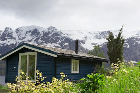 Cozy cabin with fjord view - Naustdal - Sommerhus/hytte