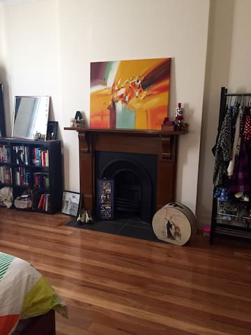 Large sunny room - Summer Hill
