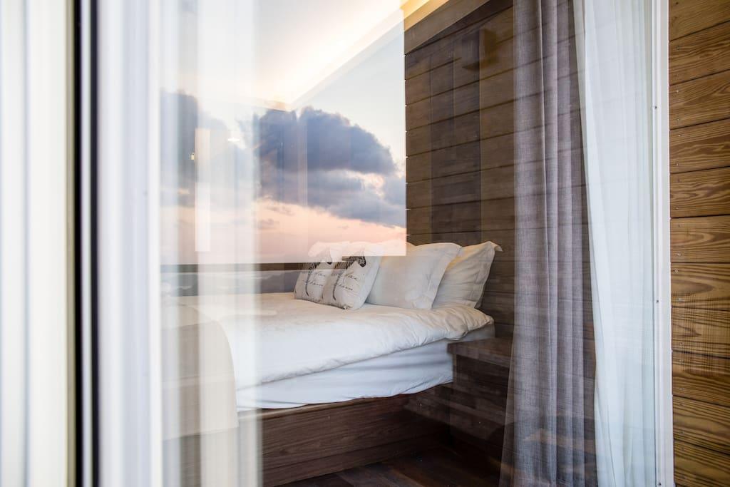 Ocean view on jiufen old street balcony room b for Balcony translate