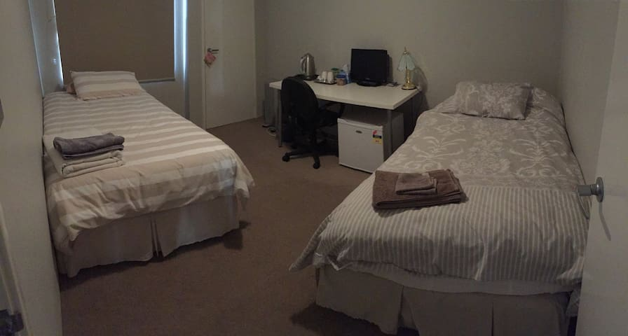 Twin Room close to airport & cbd - Belmont - Haus