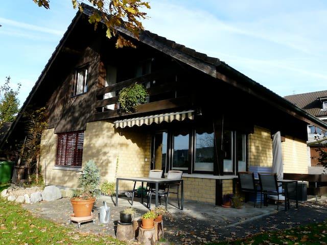 Ruhiges Zimmer auf dem Lande - Reinach - ที่พักพร้อมอาหารเช้า