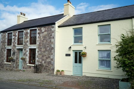 Welsh Cottage in peaceful location - Llangadog - Bed & Breakfast