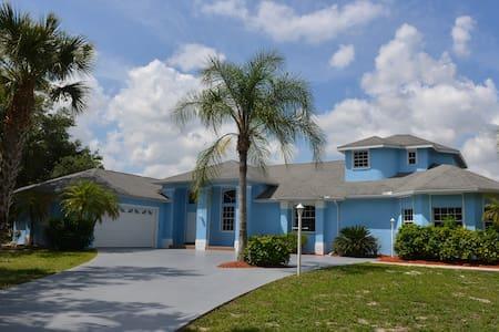 Villa Blue Oasis in sunny Florida - Lehigh Acres
