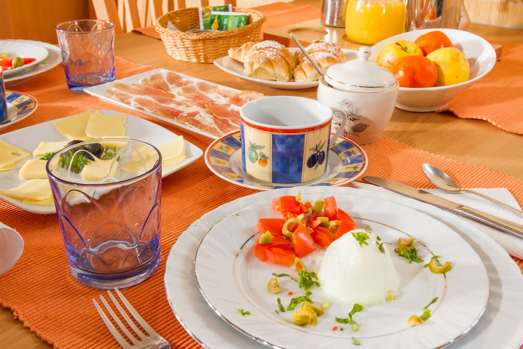 Refreshing breakfast in the morning. Hungry? :)