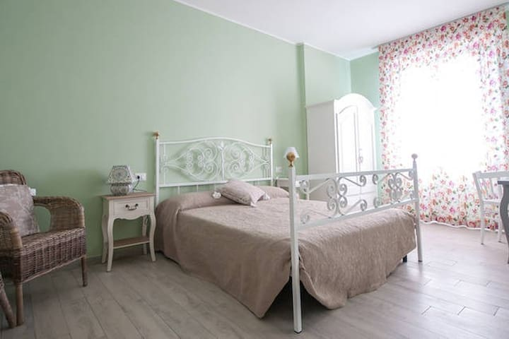 Alla scaletta - Camera Mirande - Mirandola - Bed & Breakfast