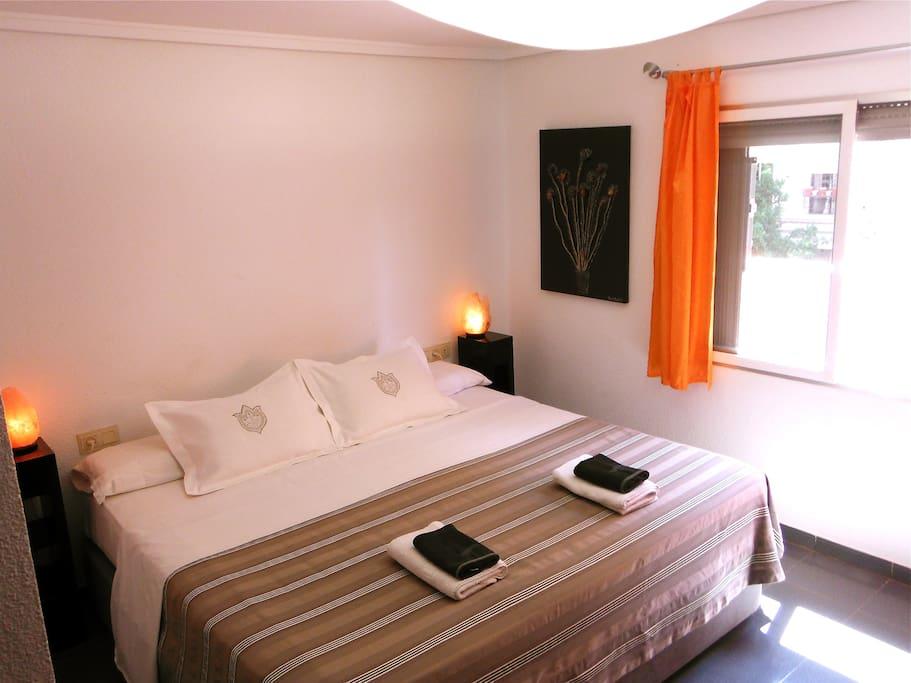 la habitación/the bedroom/la stanza