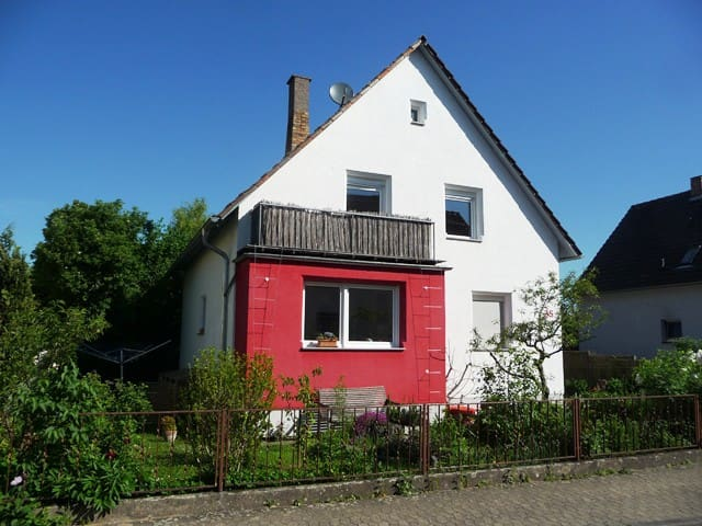 Nettes Privatzimmer mit Gartenblick - Heppenheim - Casa