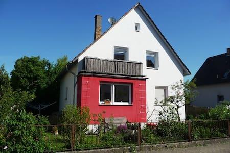 Nettes Privatzimmer mit Gartenblick - Heppenheim - Dům