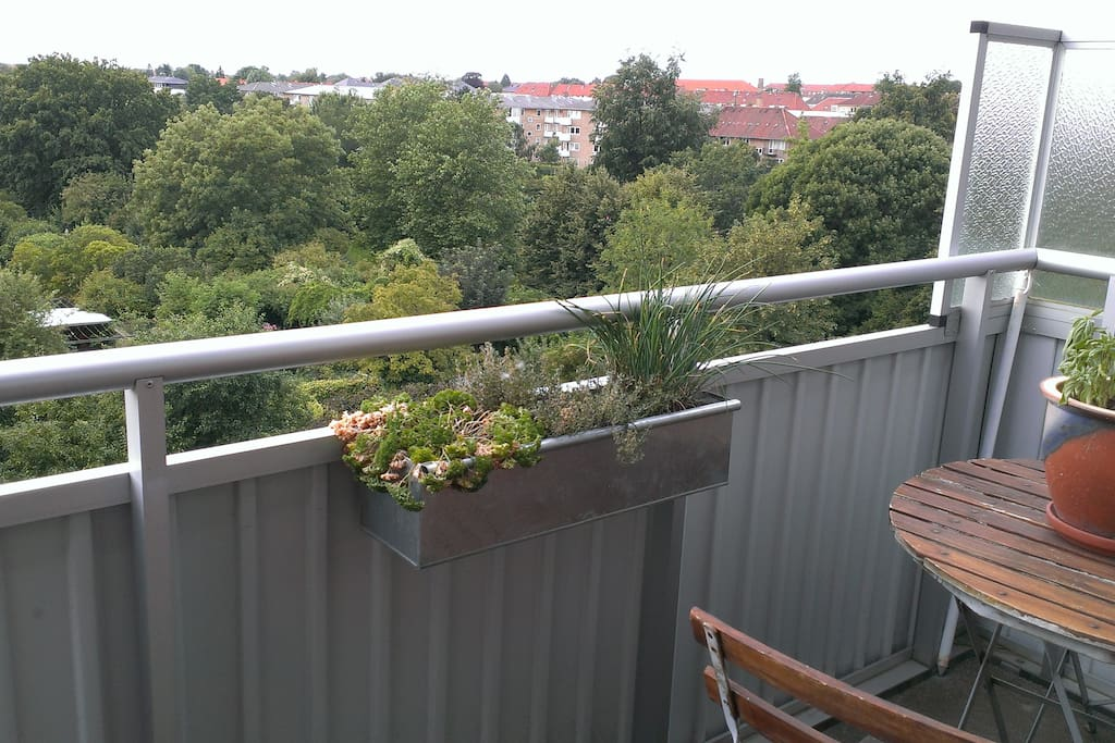 Balcony with a view, table/chairs and drying rack