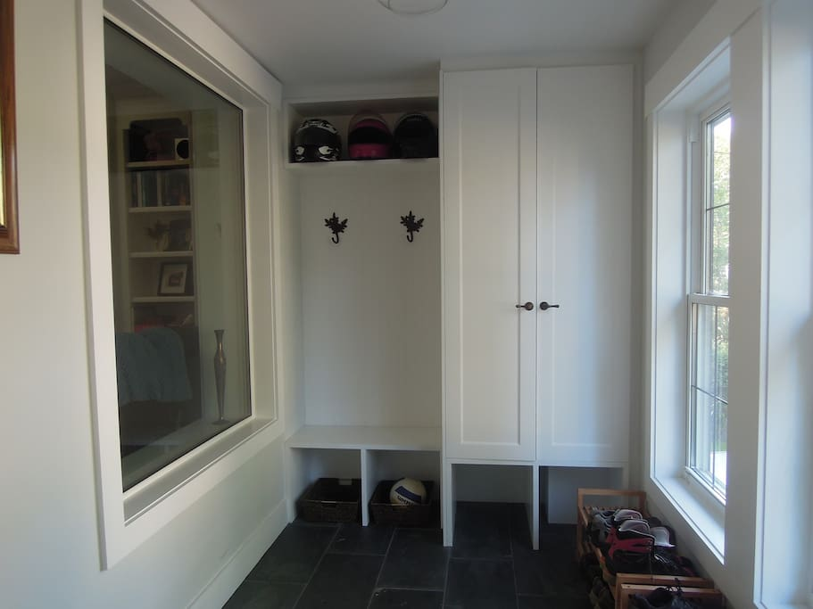 Large entry way, perfect for jackets, boots, gear!