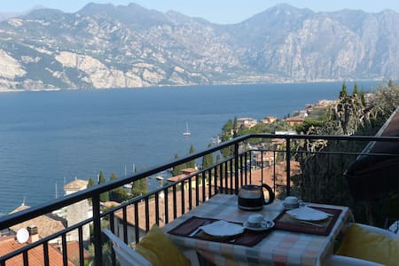 balcony with stunning lake view, swimming pool - Malcesine - 公寓