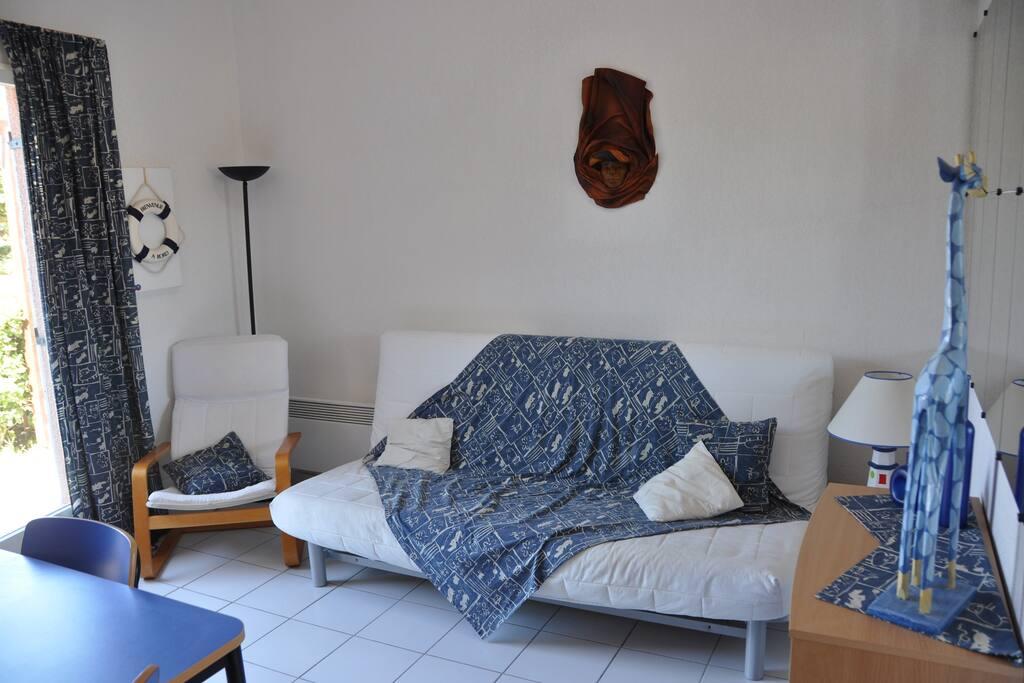 Salon avec canapé