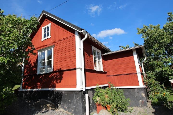 Genuine Swedish cottage - Södertälje - Houten huisje
