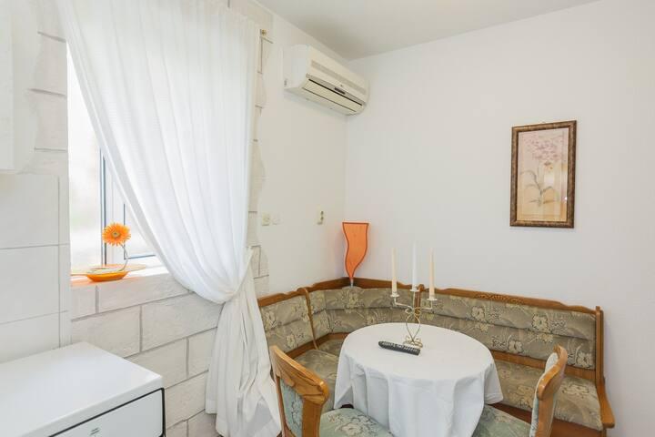Apartman Kosor Two - Kaštel Štafilić - บ้าน