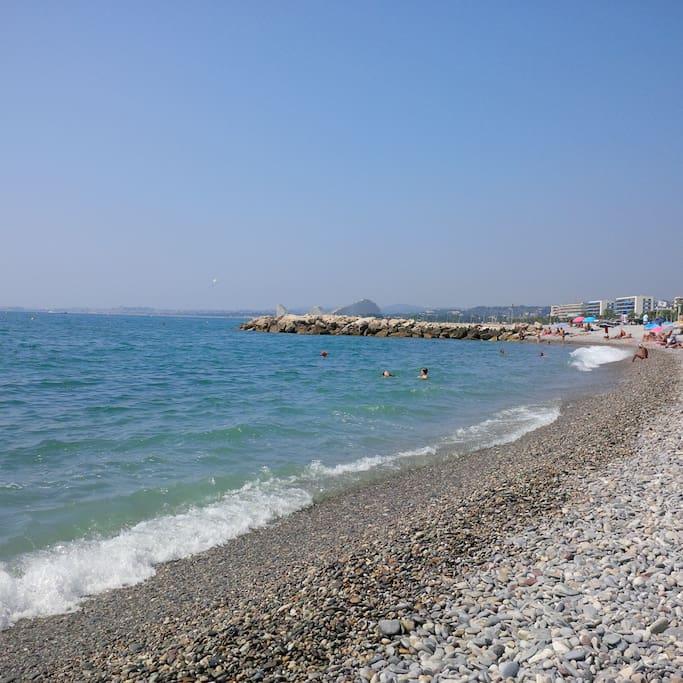 Charmant deux pi ces 150m de la plage flats for rent for Garage de la plage cagnes sur mer