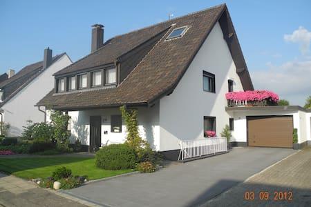 Ruhiges großes Einzel- Doppelzimmer - Willich - Condominio
