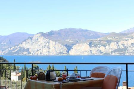 nice studio, stunning lake view, pool - Malcesine