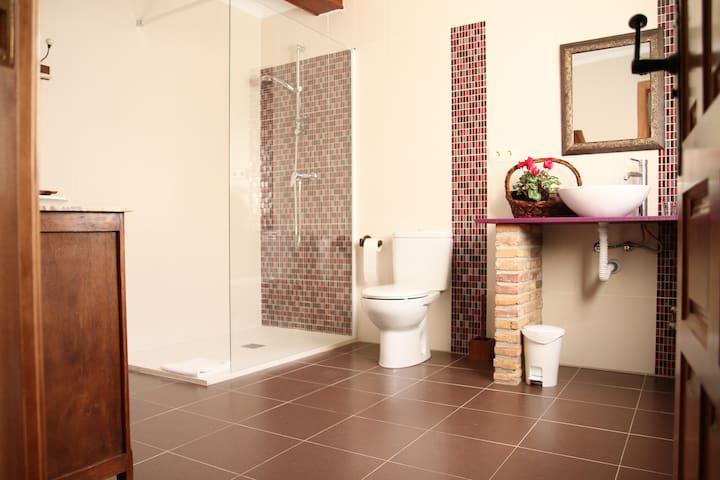 Baño compartido con otra habitación