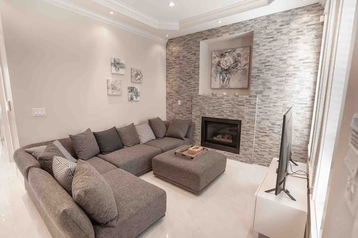 Luxury brand new 5 bedroom house in Vancouver