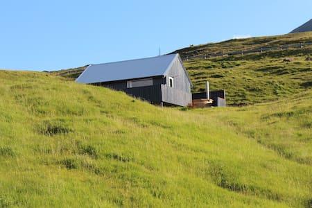 Cottage in Svínáum, Eysturoy. - Svinair