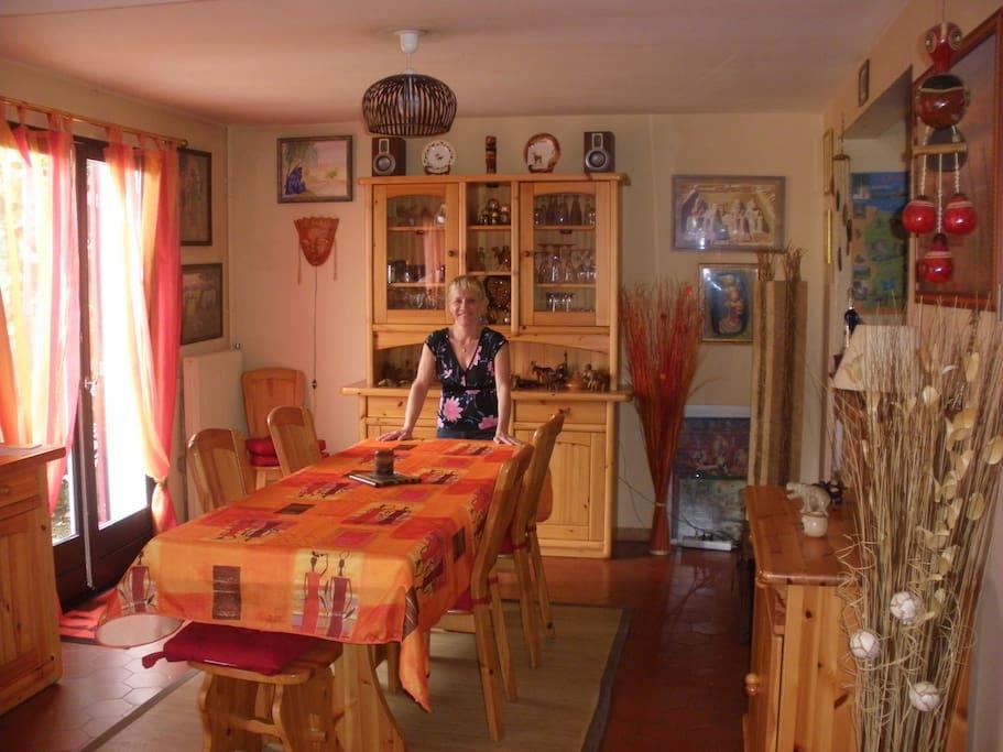 The dining room / la salle à manger