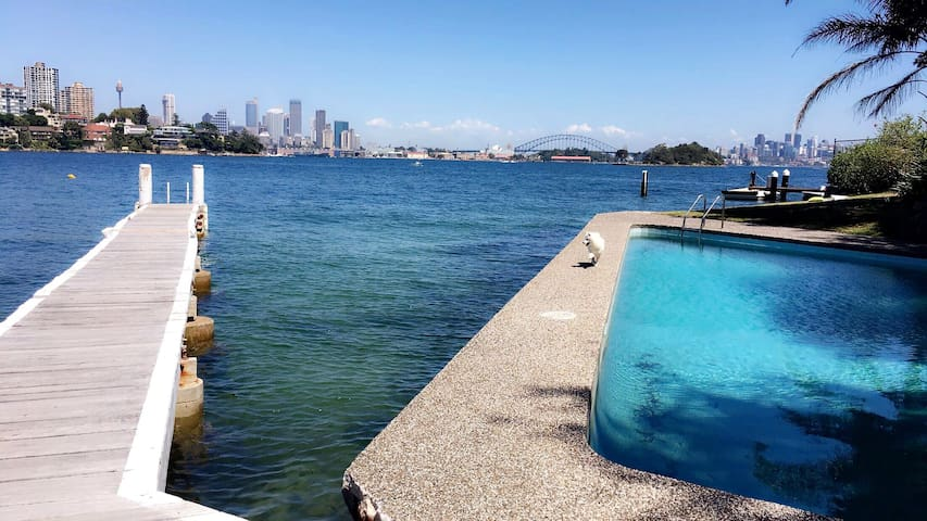 Nice apartment with pool and view to the harbour bridge